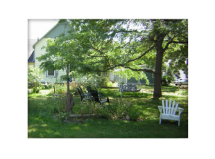 Blue Mill Cottage - enjoy the relaxing on our spacious grounds