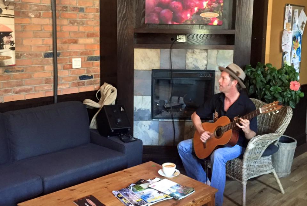 Ashanti Coffee Port Elgin occasionally has live acoustic music