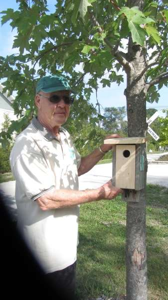 Dave Cheer with a Bluebird Box